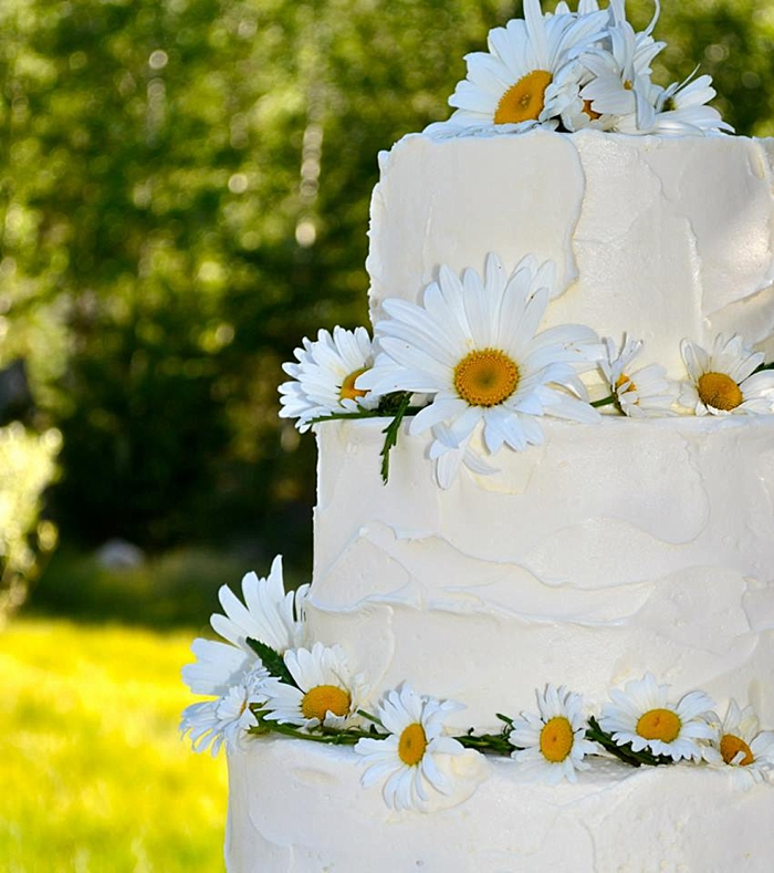 daisy wedding cake | Mountain Cakery in Mammoth Lakes California